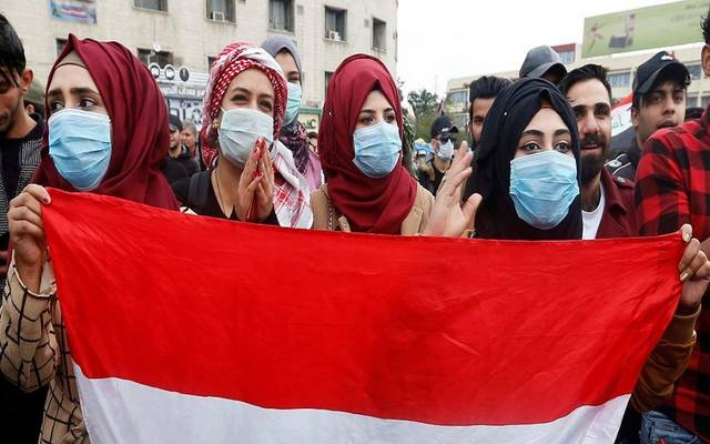متظاهرون يرتدون كمامات في العراق لمنع تفشي كورونا