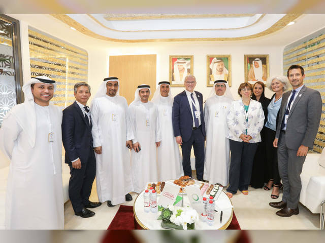 جانب من اجتماع هيئة كهرباء ومياه دبي مع مجموعة