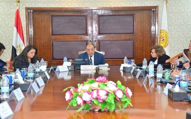 وزير النقل أثناء اجتماعه من رؤوساء الشركة القابضة للنقل