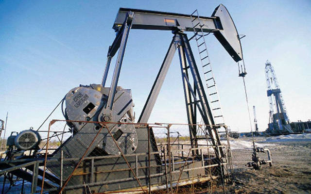 رافعة في أحد حقول النفط البحرية