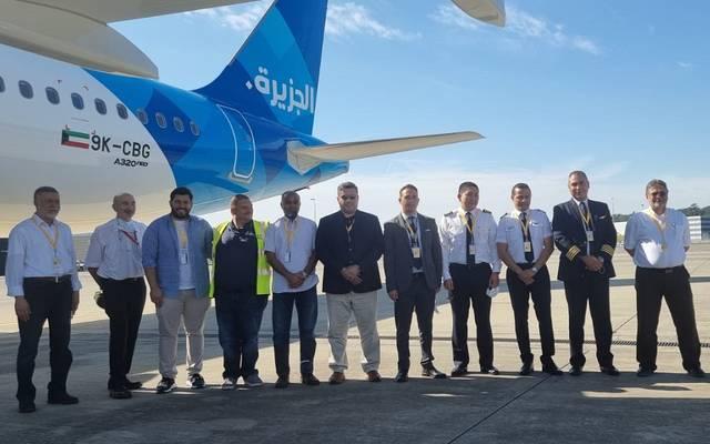 صورة تذكارية خلال تسلم الطائرة الجديدة