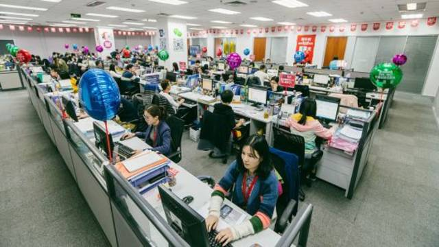 China service sector growth picks up steam in November