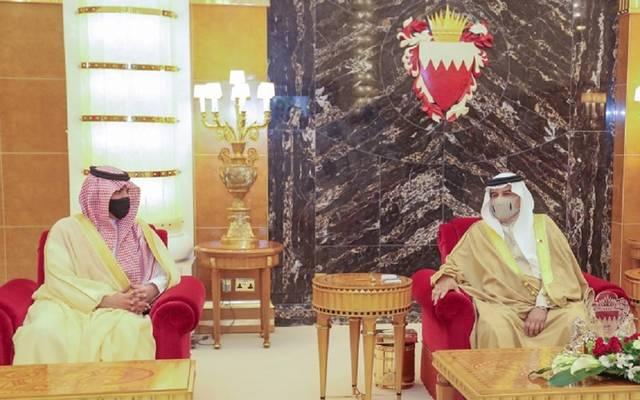 عاهل البحرين خلال لقاء وزير الداخلية السعودي