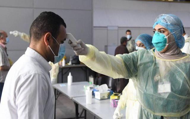 إجراء الفحص الطبي على المواطنين