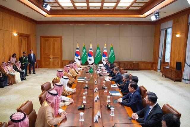 جانب من اجتماع ولي العهد السعودي الأمير محمد بن سلمان ورئيس كوريا الجنوبية مون جيه-إن