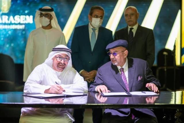 ناصر النويس خلال توقيع الاتفاقيتين