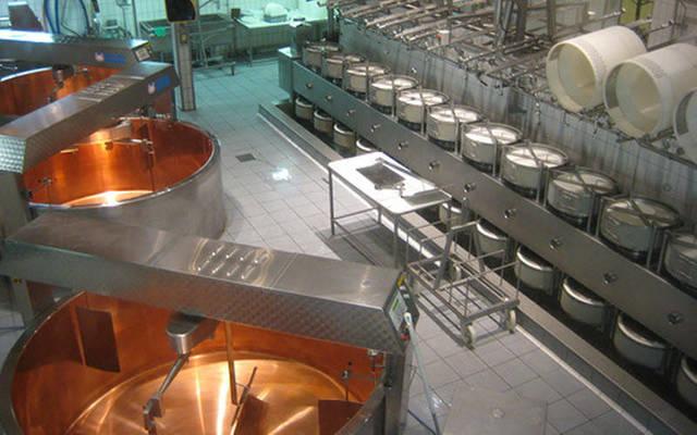 مصنع لإنتاج منتجات الألبان - أرشيفية