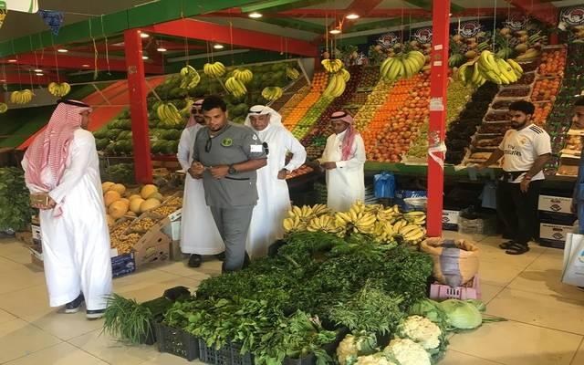 جولات تفتيشية للجهات الرقابية على أسواق خضار وفاكهة بالمملكة العربية السعودية- أرشيفية