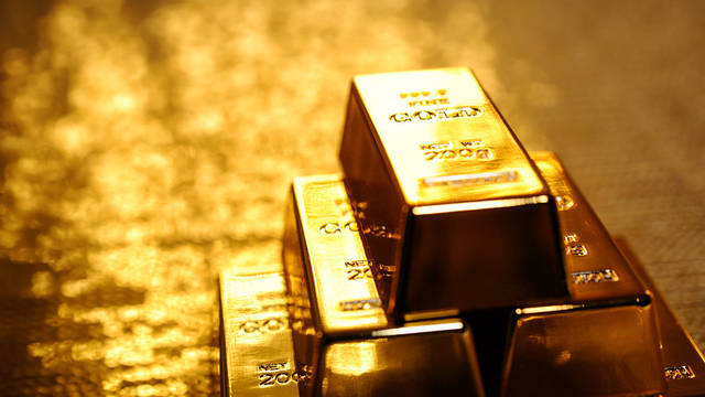 Gold hovers near 2019 low as global growth fears fade