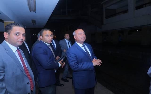 خلال جولة تفقدية قام بها وزير النقل بخط أبو قير بالسكك الحديدية