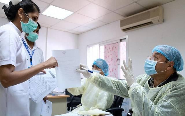 مواطنون وأطباء داخل أحد المستشفيات