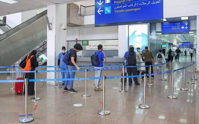 خلال إنهاء إجراءات المسافرين في مطار الملك عبدالعزيز الدولي بجدة