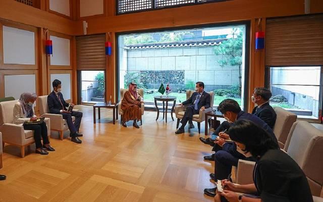 الأمير فيصل بن فرحان بن عبدالله وتشونج إيوي يونج