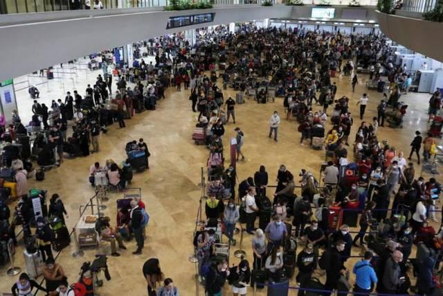 مواطنون هنود في إحدى مطارات الإمارات