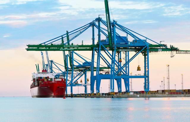 ميناء تصدير بين البحرين وفرنسا