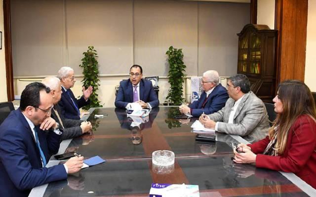 خلال اجتماع رئيس الوزراء المصري مع رئيس مجلس إدارة المقاولون العرب