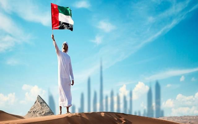 مواطن يحمل علم الإمارات ـ أرشيفية
