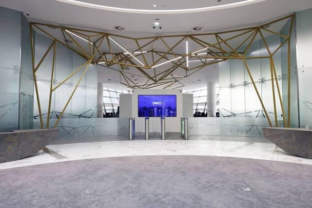 داخل مركز دبي للسلع المتعددة