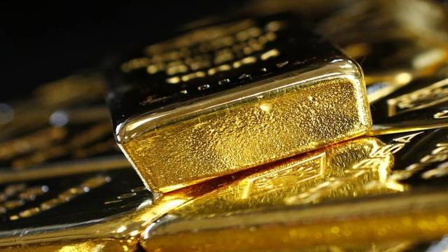 Gold rises as US-China trade uncertainty drags on risky assets