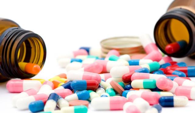 صورة أرشيفية لمنتجات أدوية وصيدليات في الإمارات