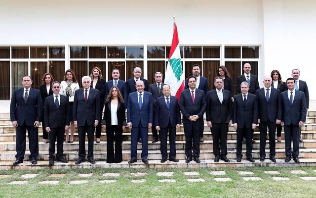 الرئيس ميشال عون يتوسط صورة تذكارية مع مجلس الوزراء الجديد