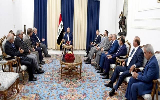 رئيس العراق، برهم صالح، خلال استقبال وفد المجلس العراقي للسلم والتضامن برئاسة علي الرفيعي، في قصر السلام ببغداد