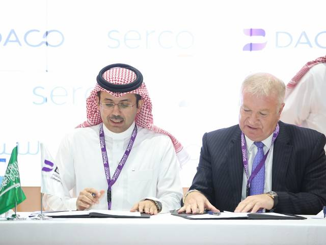 DACO CEO Turki Abdullah Al-Jawini signing the deal with Serco Middle East CEO David Greer