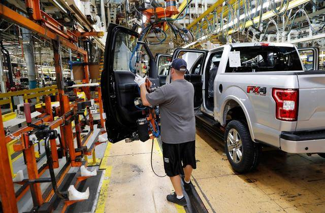 NY manufacturing business gauge drops unexpectedly in March