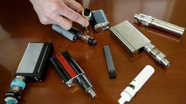 صورة إحدي ماركات السجائر الإلكترونية و معداتها