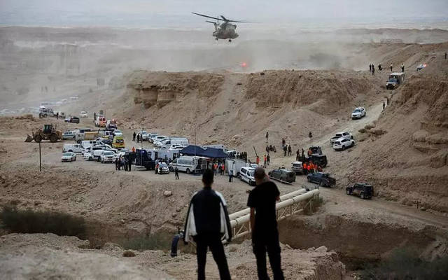 قوات الدفاع المدني في موقع الحادث صباح اليوم الجمعة