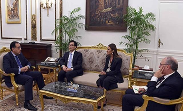 رئيس مجلس الوزراء مصطفى مدبولي ومدير شعبة الاستثمارات بمنظمة الأمم المتحدة للتجارة والتنمية جيمس زان