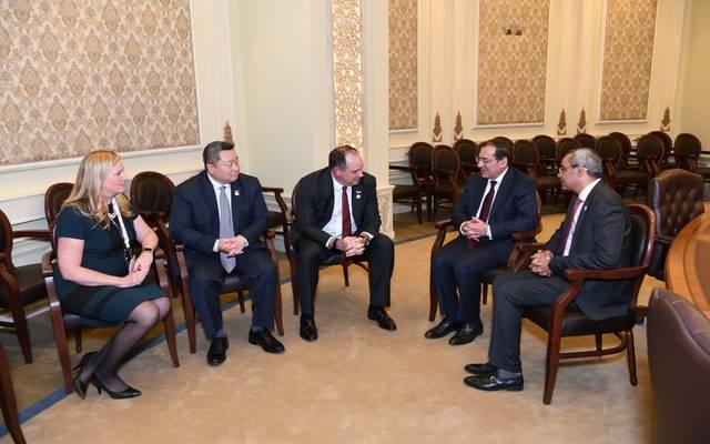 جانب من اجتماع وزير البترول المصري مع شركة أباتشي الأمريكية